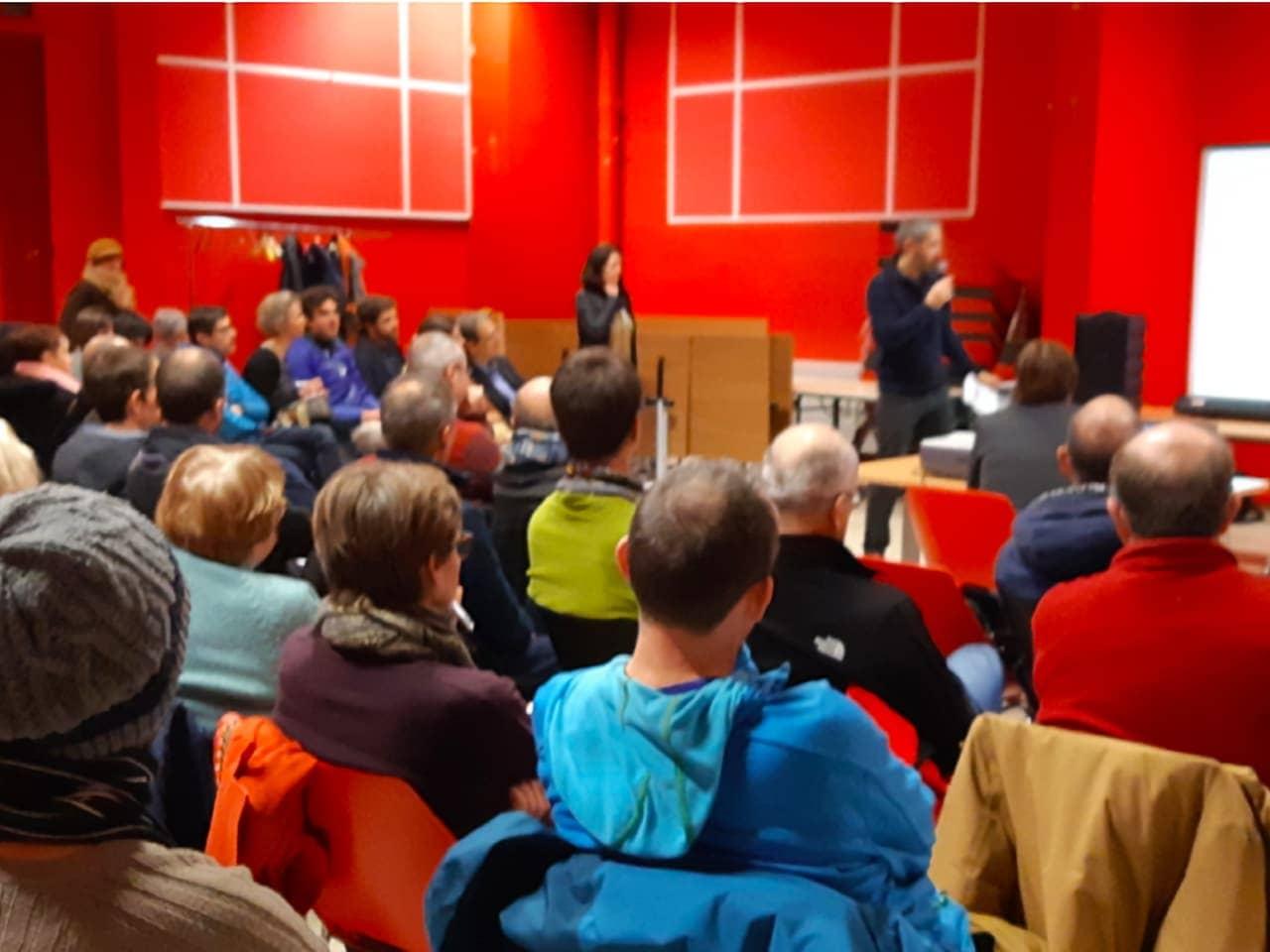audience dans une salle de réunion dans le quartier de Catane