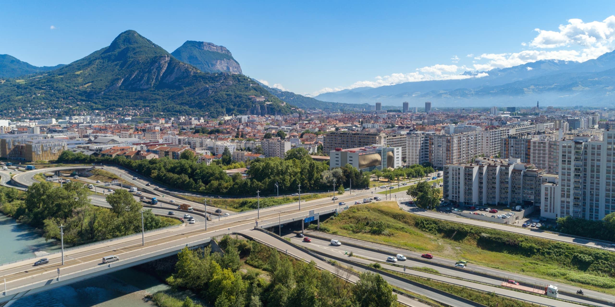 Autoroute A480 et Grenoble vu du ciel