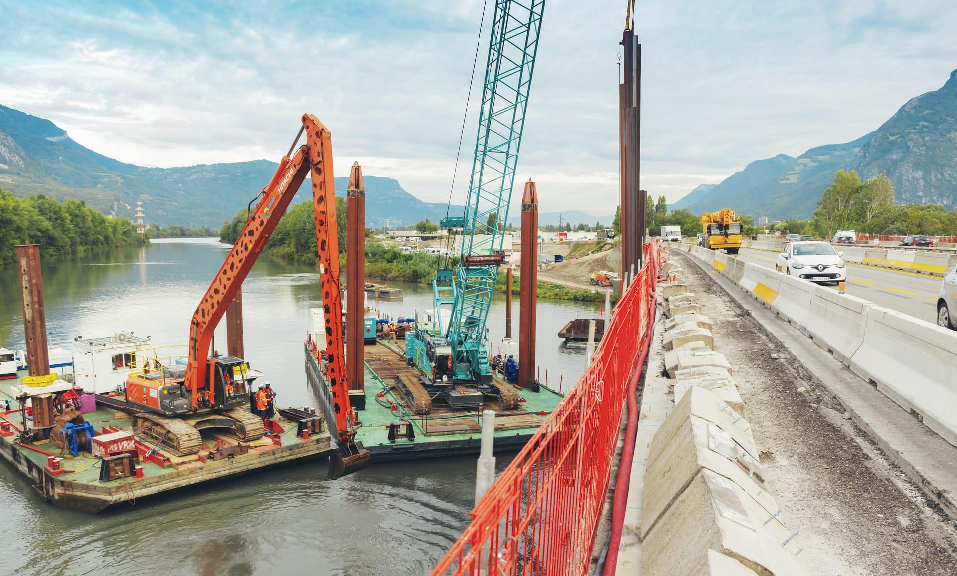 travaux sur le viaduc de l'Isère vus depuis la chaussée
