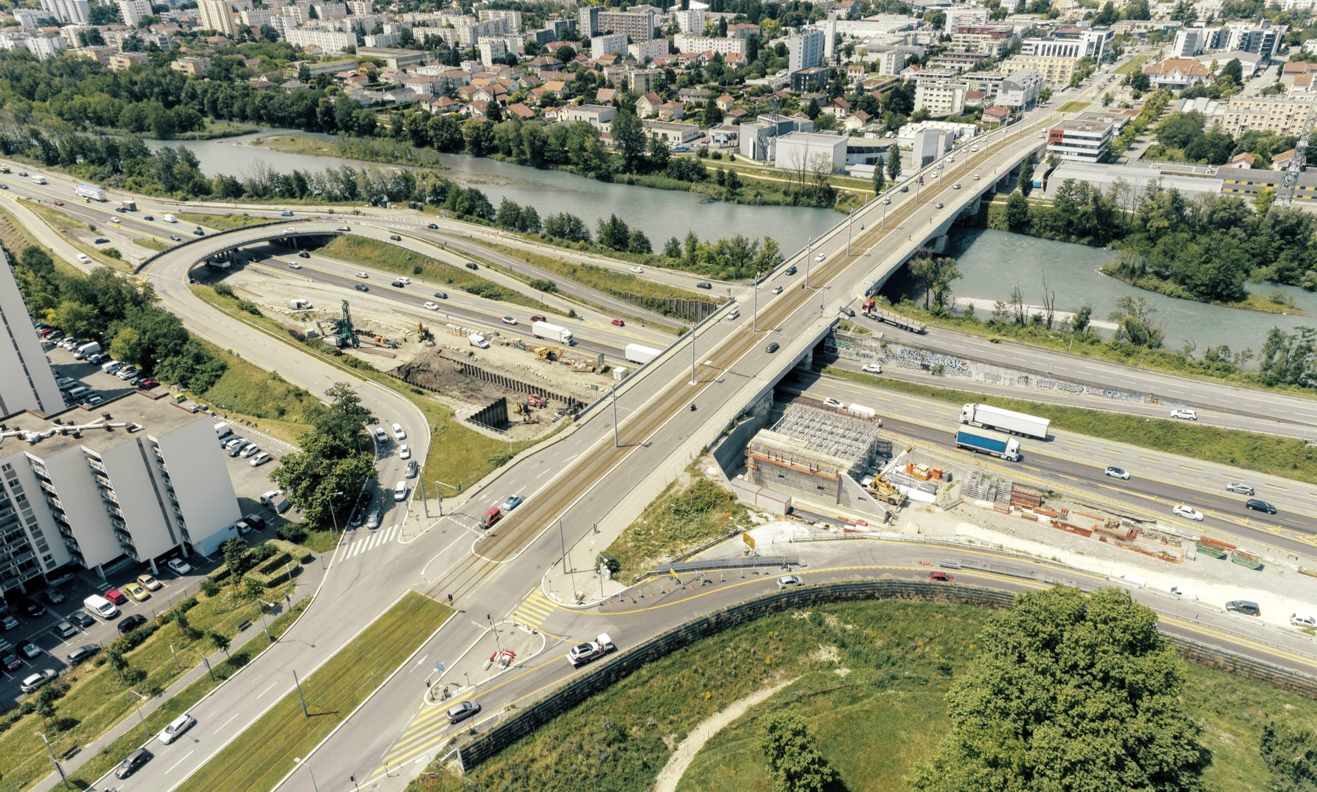 A480 Rondeau, pont de Catane de la ville de Grenoble vu du ciel