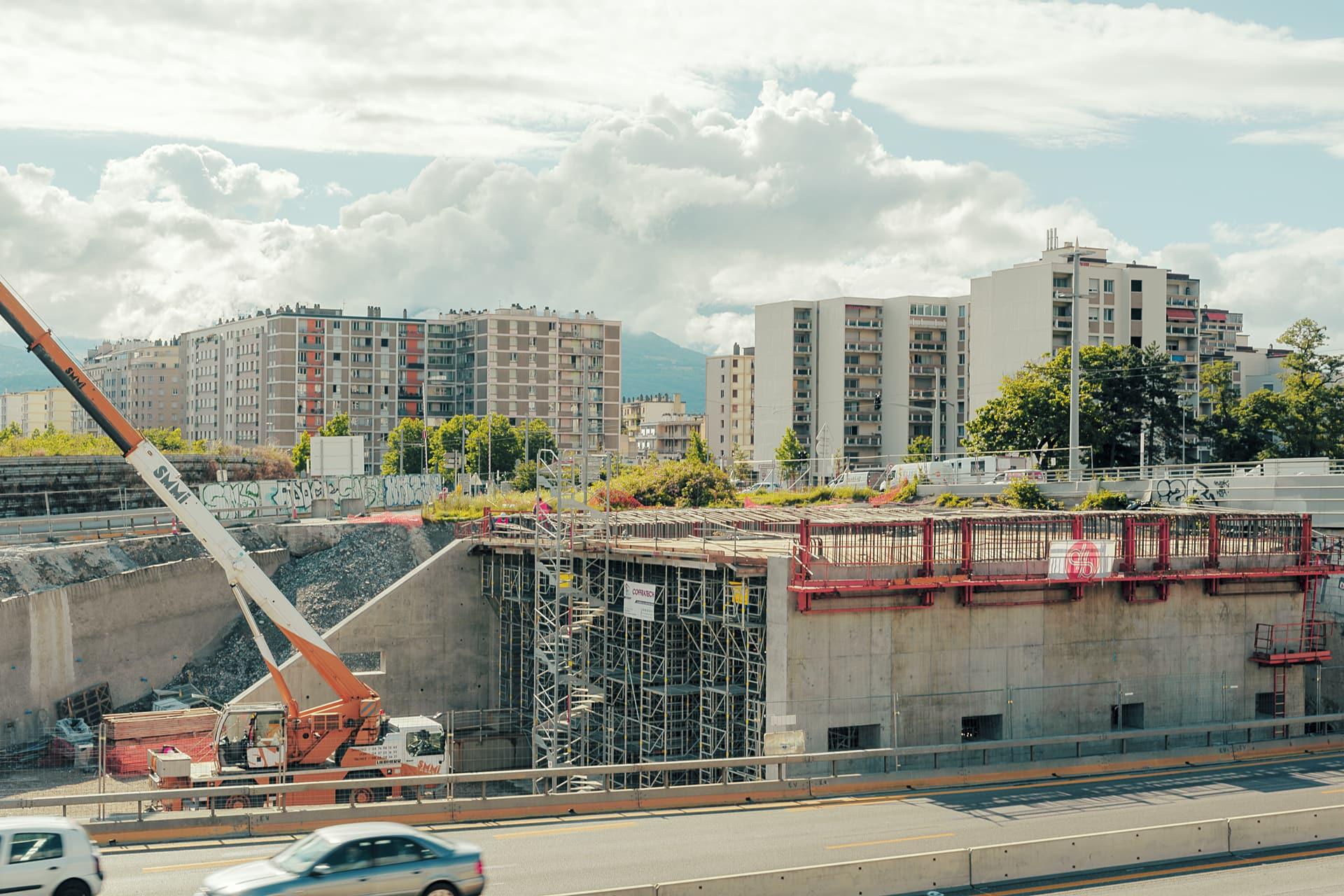 A Grenoble, travaux de construction du nouveau pont sur le secteur Catane depuis l'autoroute A480