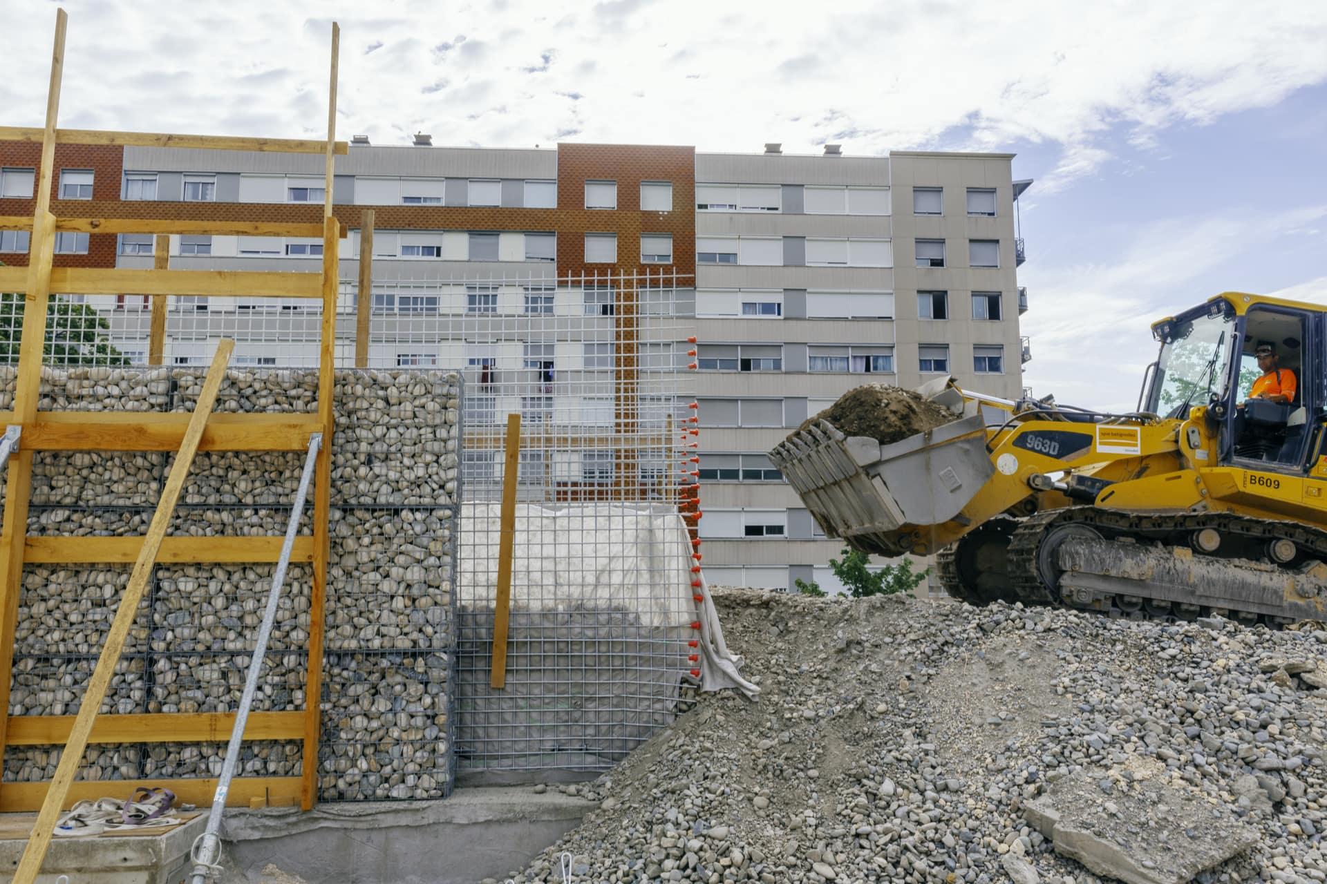 Construction d'un écran acoustique nouvelle génération au quartier Mistral de Grenoble le long de l'A480