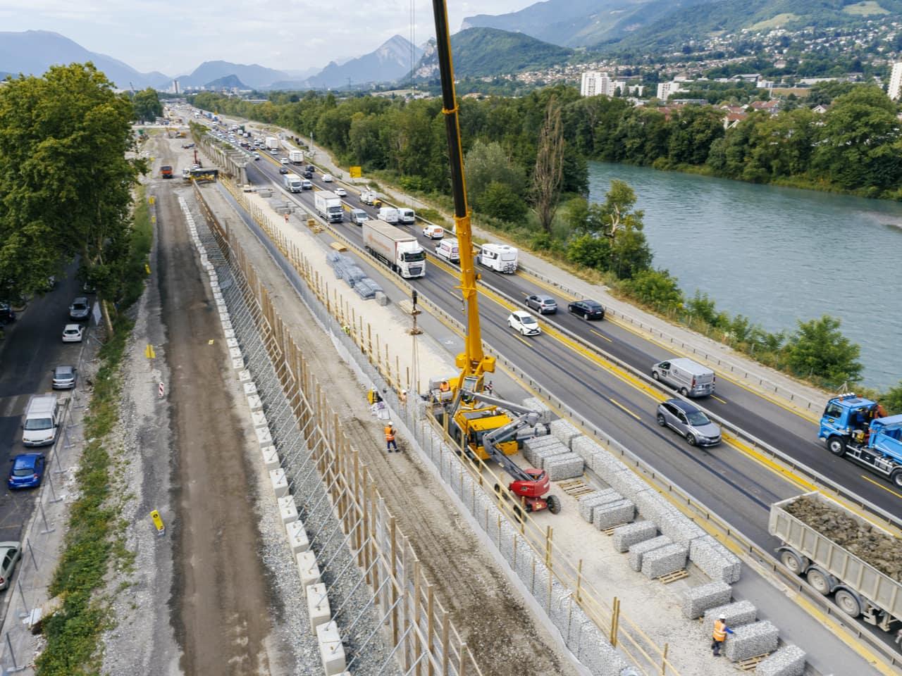 mise en place d'un écran acoustique nouvelle génération au quartier Mistral de Grenoble le long de l'A480