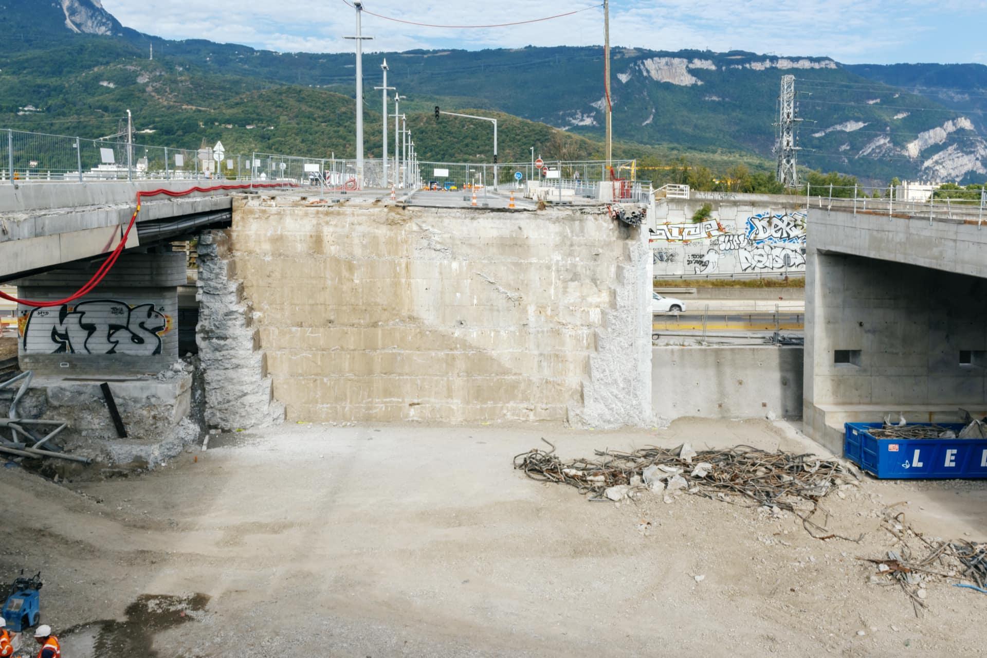 travaux sur le pont de Catane à Grenoble, avant le ripage du nouveau tablier.