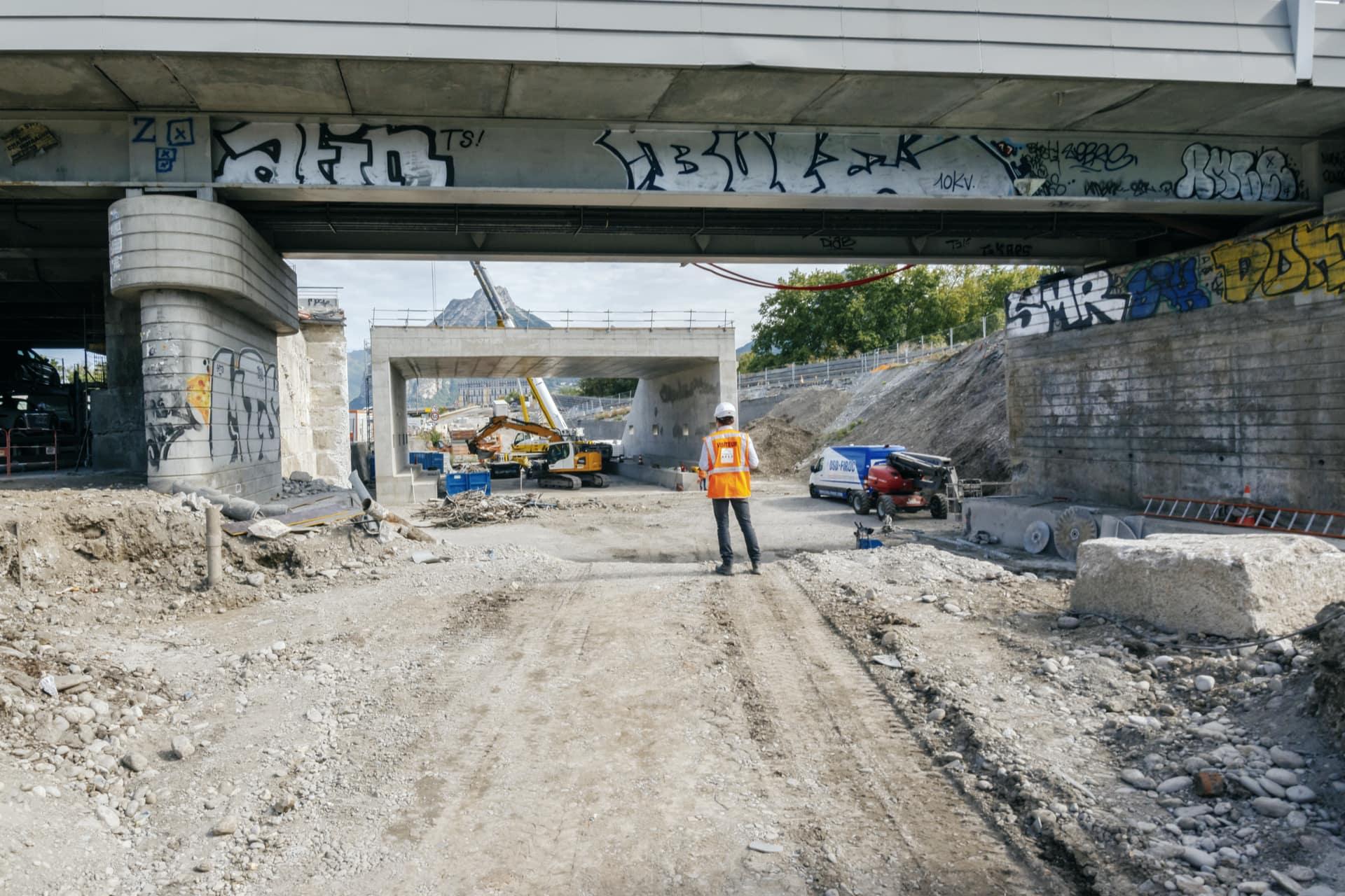 Vue d'ensemble de l'ancien et du nouveau pont à Catane, Grenoble.