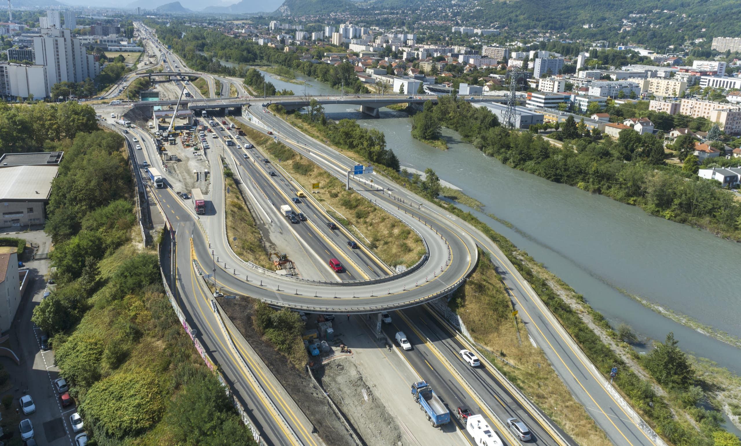 Sur l'autoroute A480, échangeur du pont de Catane à Grenoble