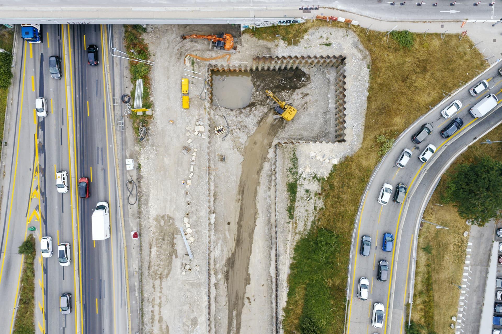 Construction du bassin de rétention anti-pollution le long de l'A480 sur le secteur de Catane à Grenoble