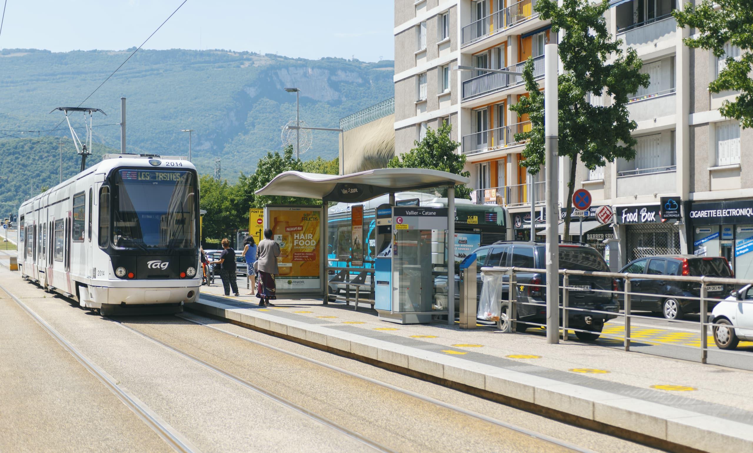 Tramway sur le secteur de Catane à Grenoble