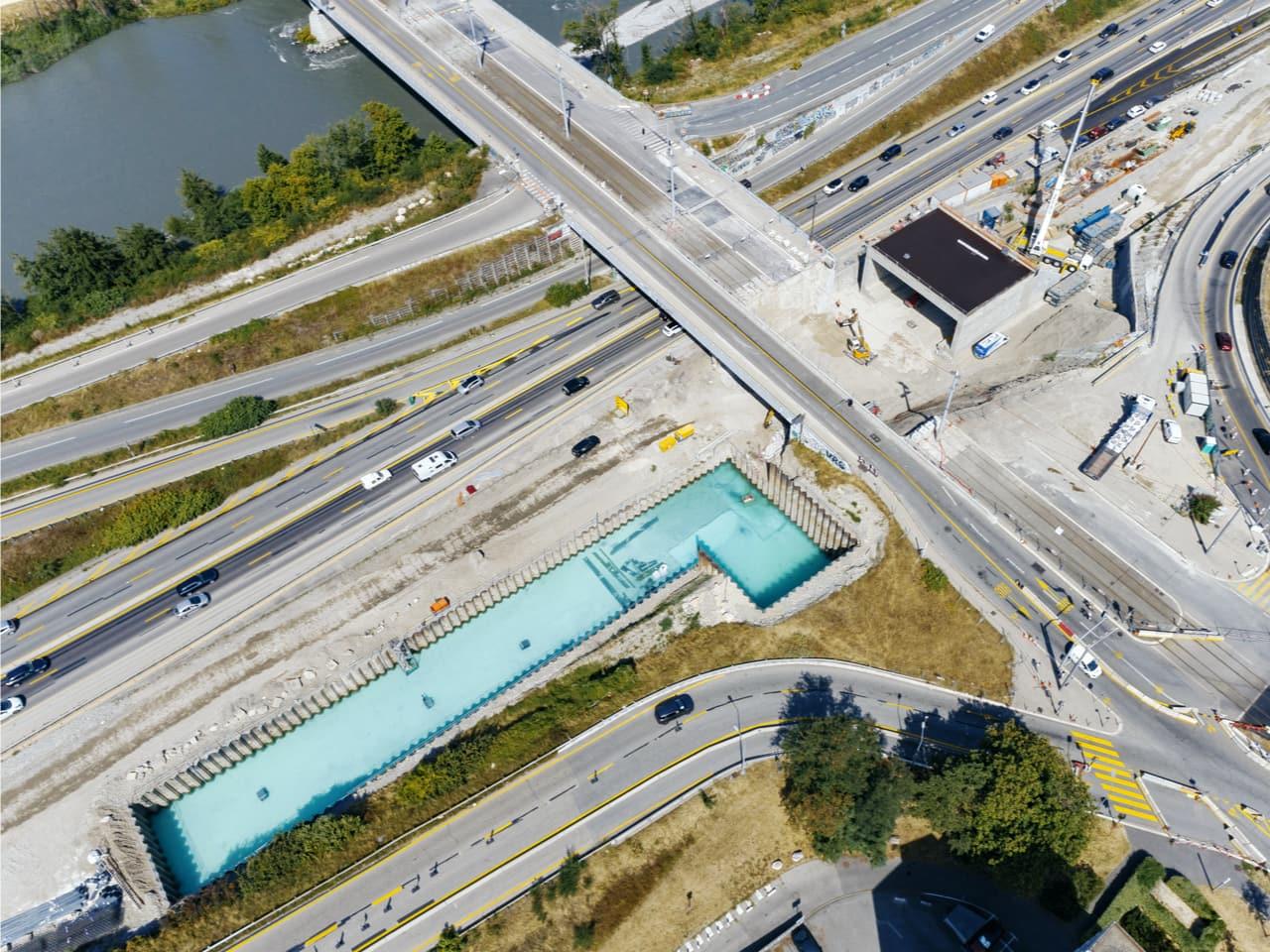 Bassin de rétention anti-pollution le long de l'A480 sur le secteur de Catane à Grenoble vue du ciel