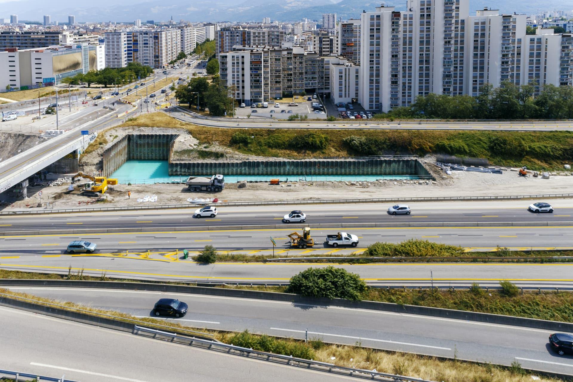 Bassin de rétention anti-pollution le long de l'A480 sur le secteur de Catane à Grenoble