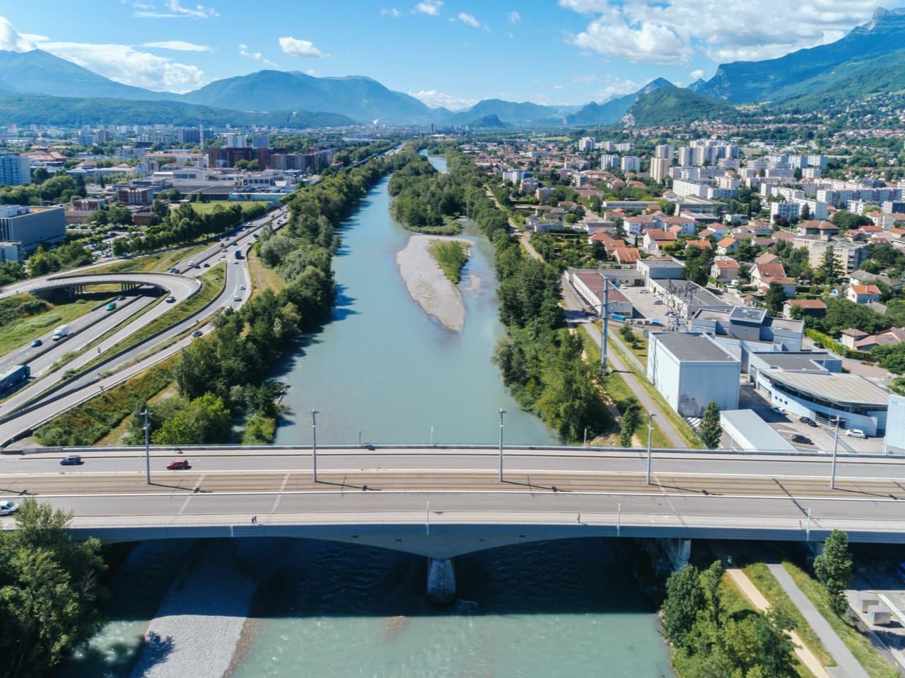 A Grenoble, vue du pont de Catane enjambant la Drac