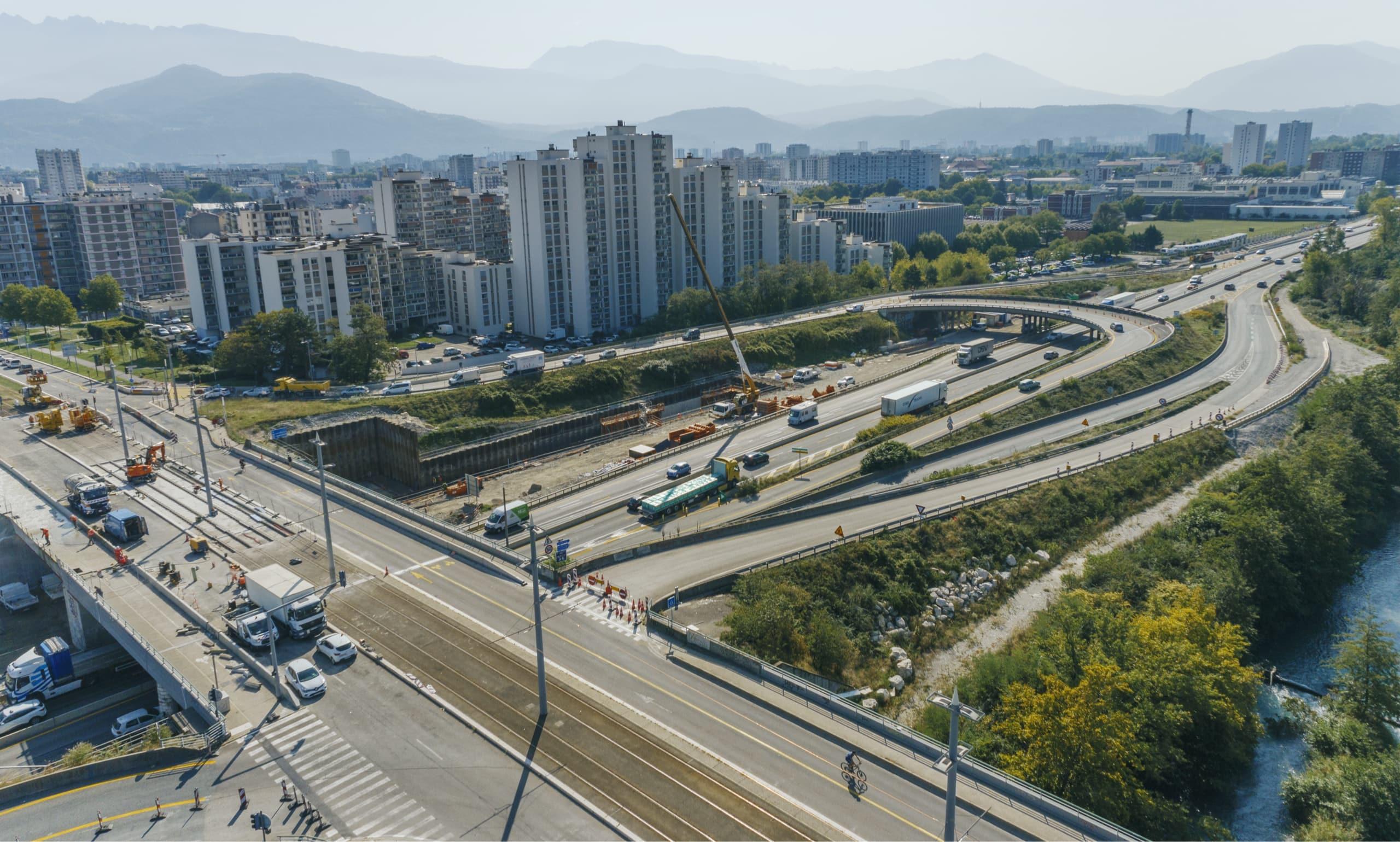 Vue de l'échangeur de Catane sur l'autoroute A480 de Grenoble