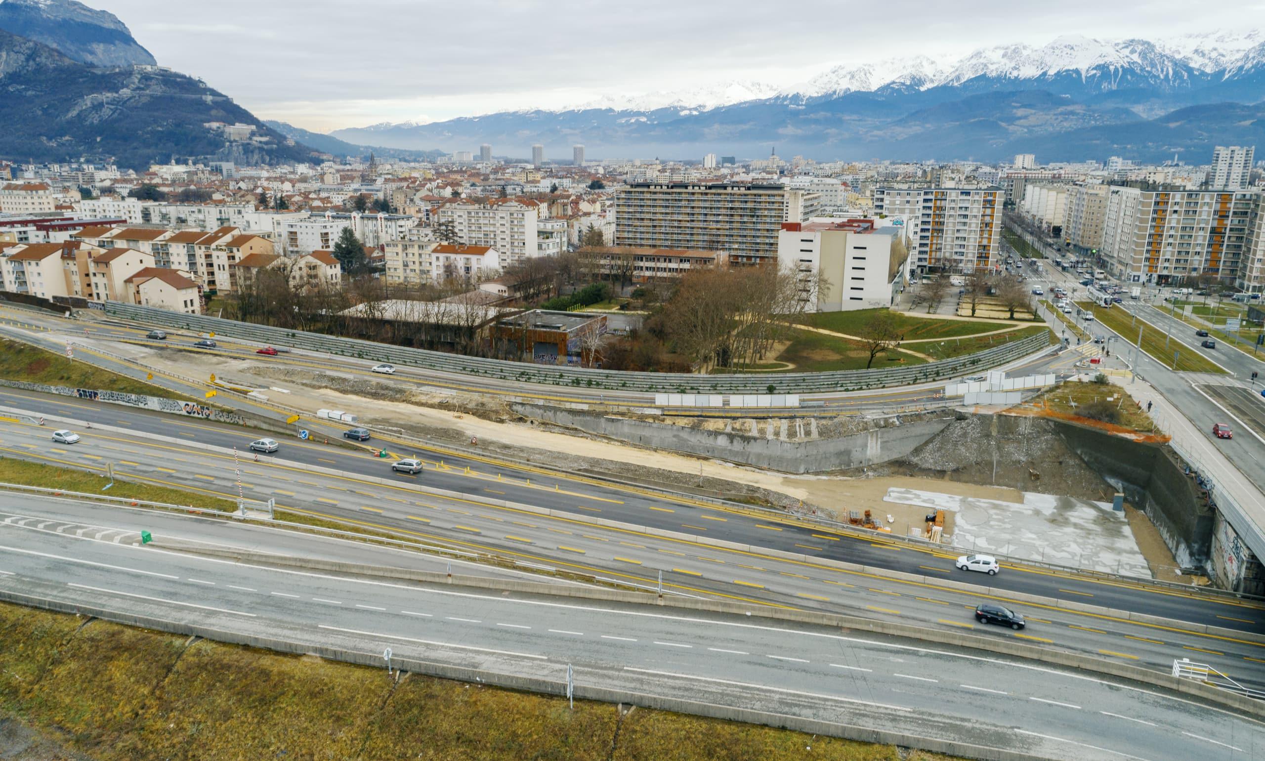 Mur acoustique végétalisé le long du quartier Catane à Grenoble