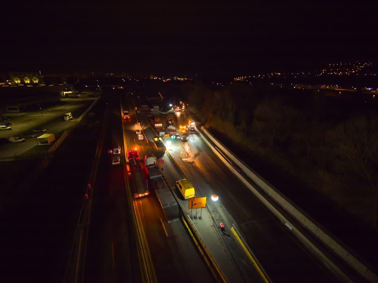Agents d'AREA travaillant sur l'A480 dans le cadre de son aménagement en 2x3 voies sur Grenoble