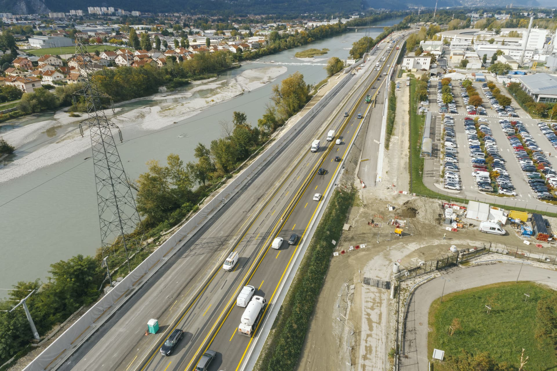 Sur Grenoble, bretelle d'entrée autoroutière Horowitz sur l'A480