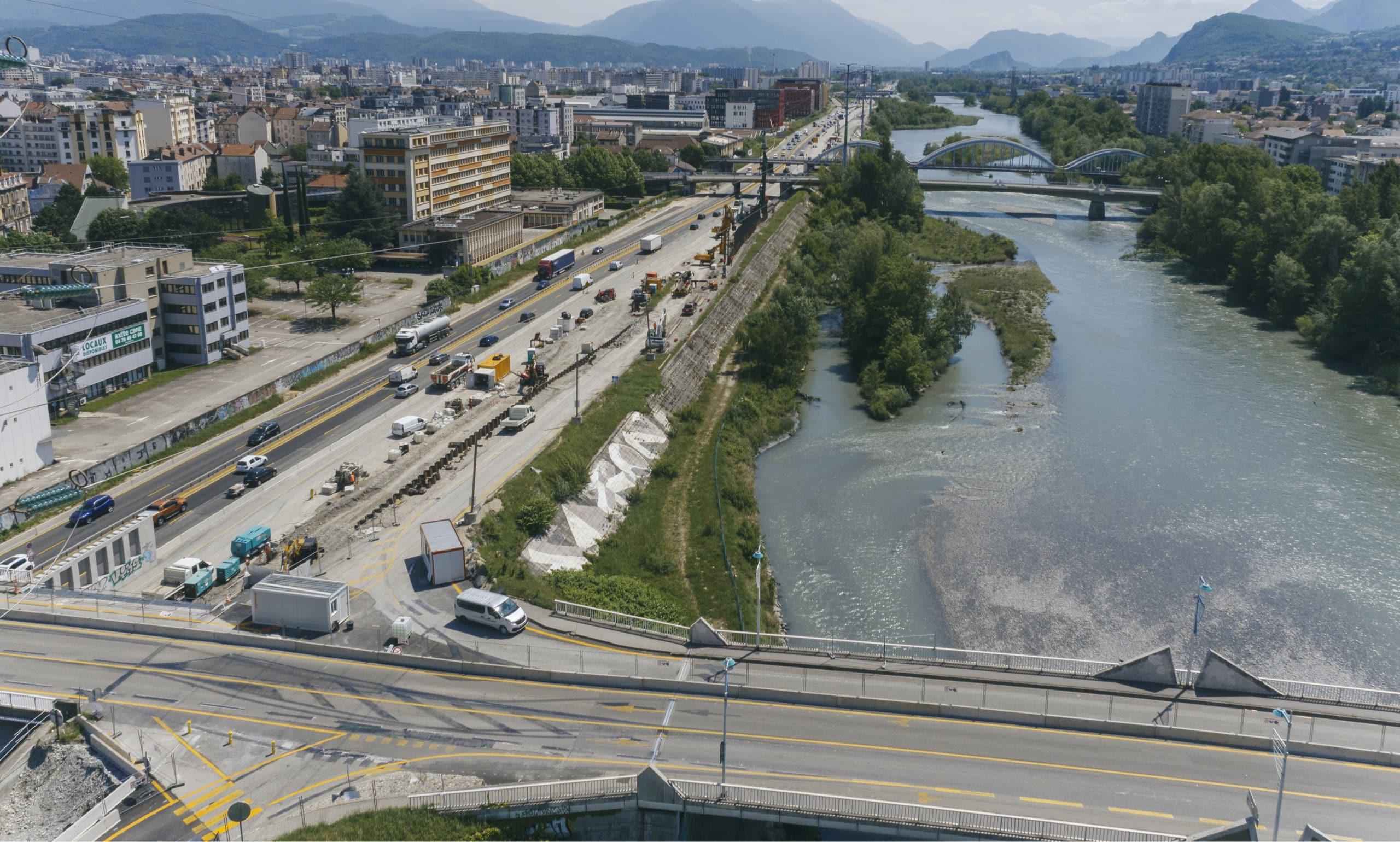 Construction du deuxième pont du diffuseur de Fontaine sur le secteur de Vercors à Grenoble