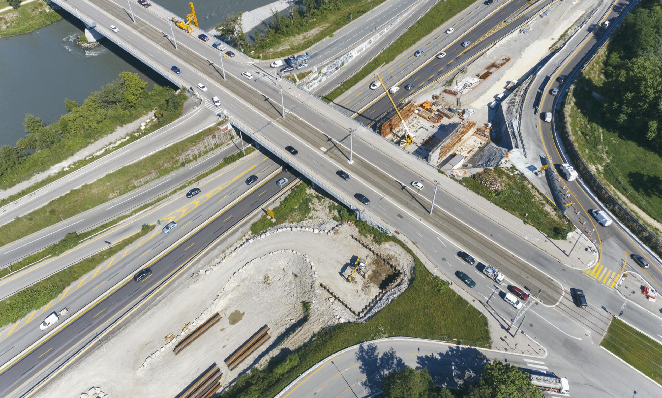 Au pont de Catane, vue des bretelles d'entrée et de sortie de l'échangeur de l'A480 à Grenoble
