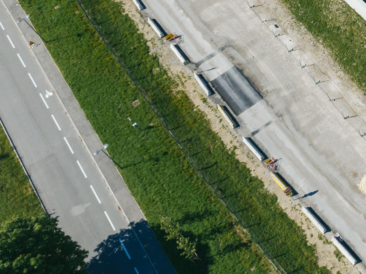 voie verte le long de l'autoroute A480 à Grenoble