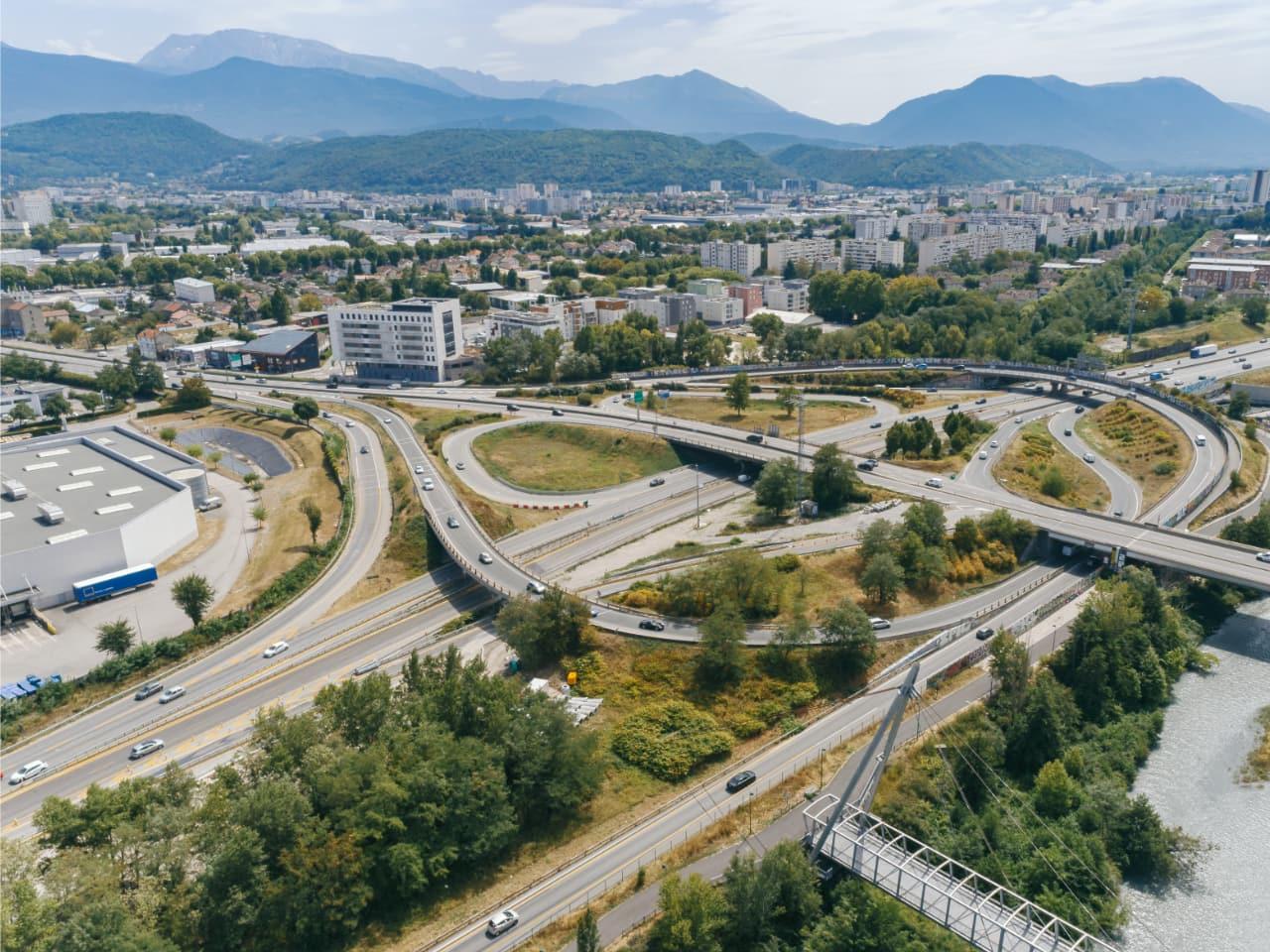 A480, Nationale N87 et échangeur du Rondeau vue du ciel à Grenoble