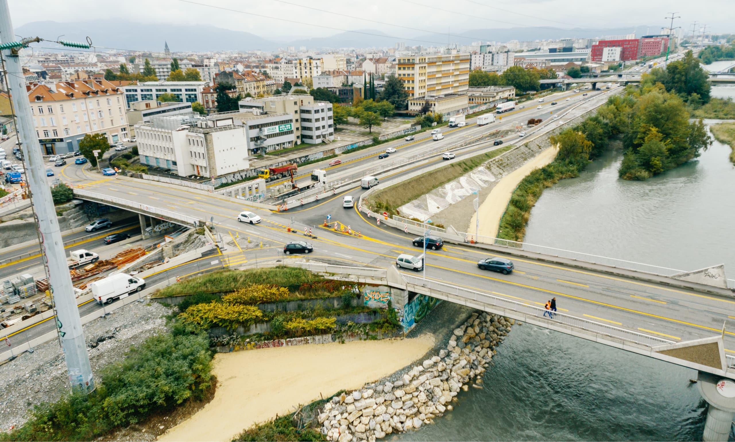 Vue de l'autoroute urbaine A480 sur Grenoble
