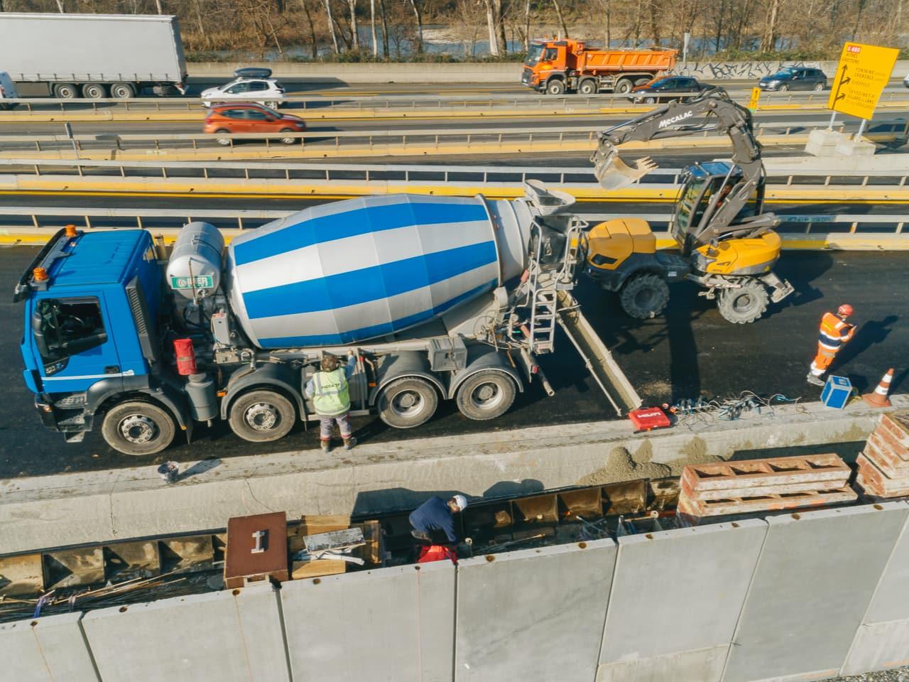à Grenoble, travaux sur l'autoroute A480 par les équipes d'AREA