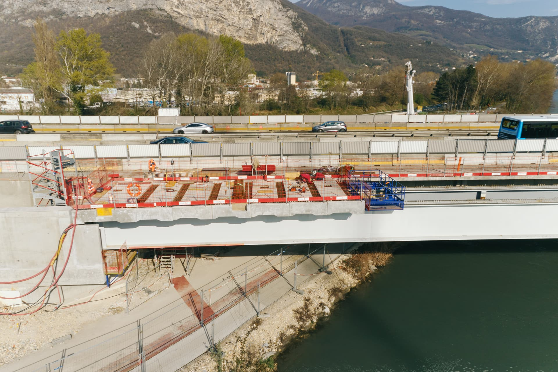 dalles sur le Viaduc de l'Isère