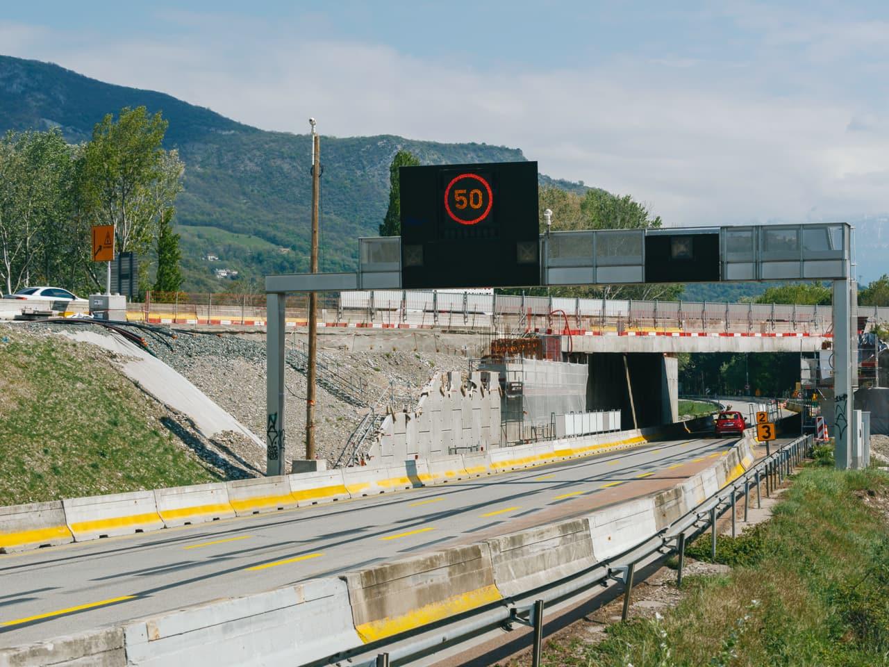 signalisation avant l'entrée sous le pont sur la nationale N481