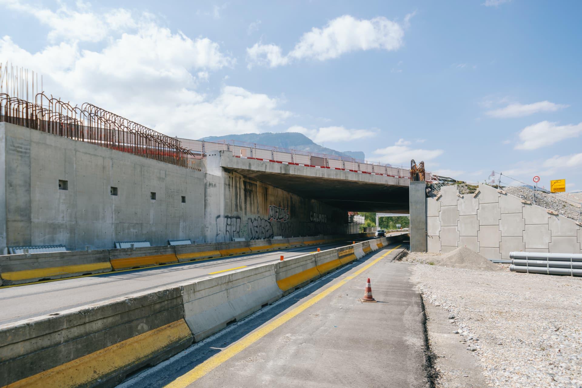 sortie du pont enjambant la nationale N481