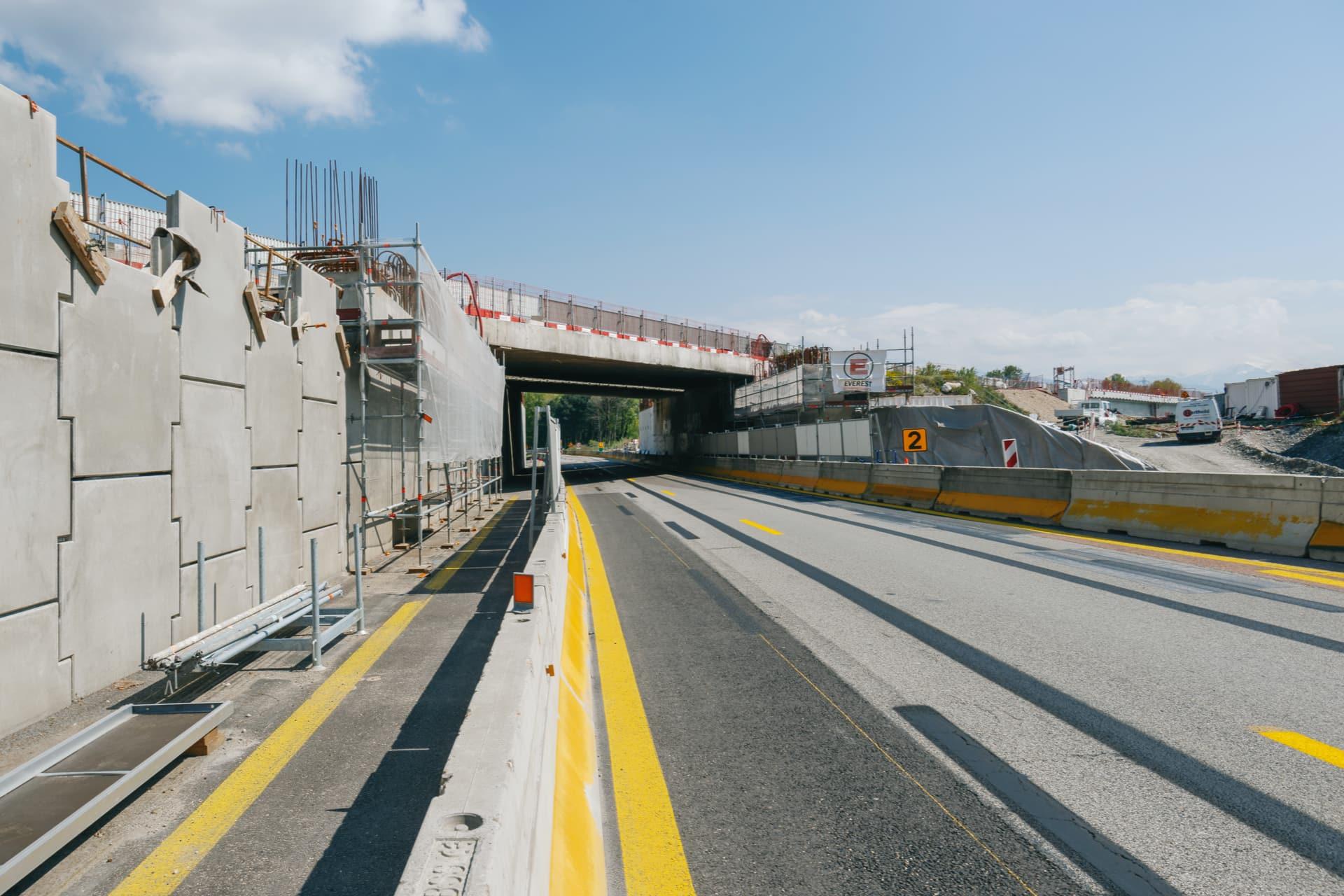entrée du pont enjambant la nationale N481