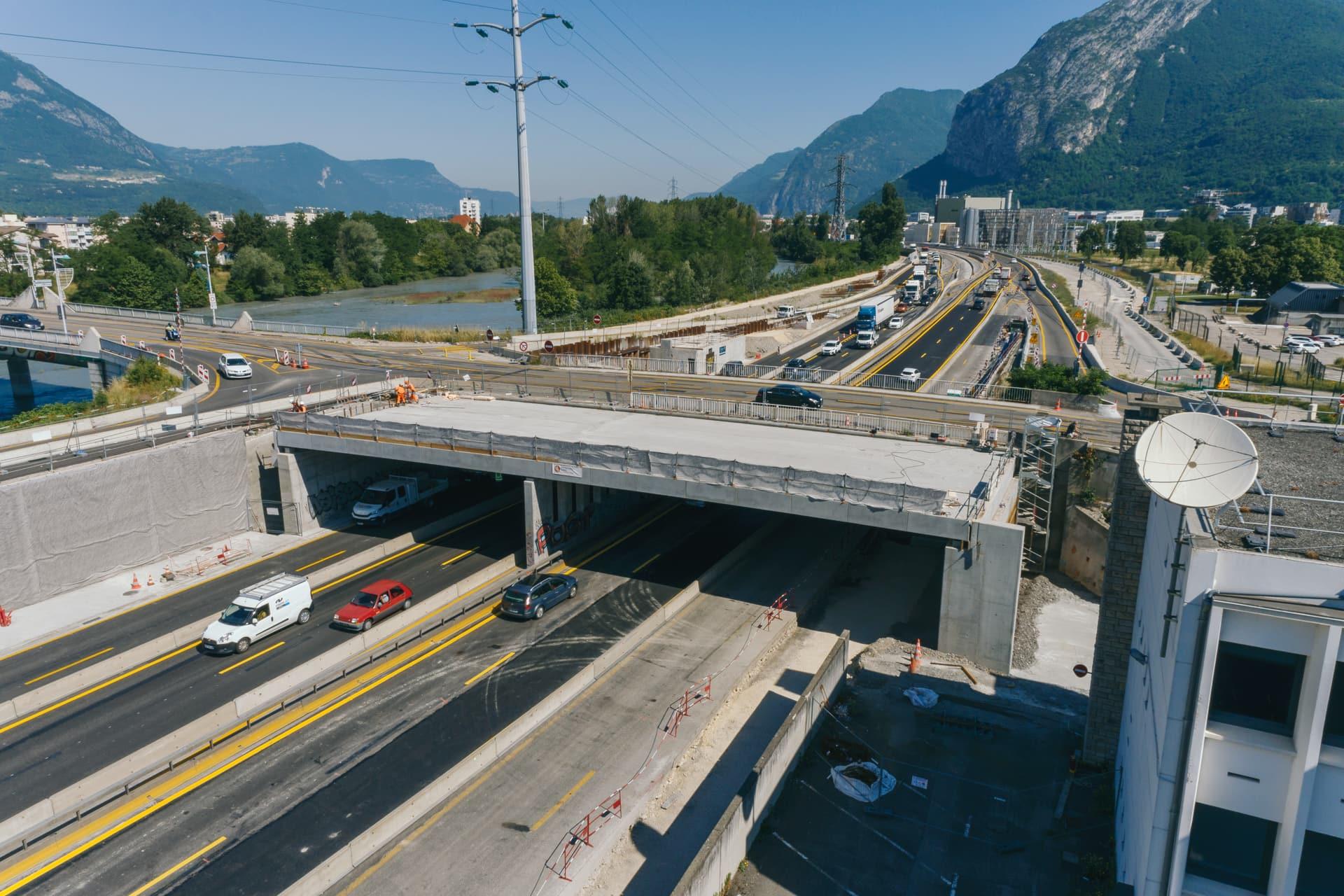 Construction de l'extention de voies sur le pont de Vercors au dessus de l'autoroute A480