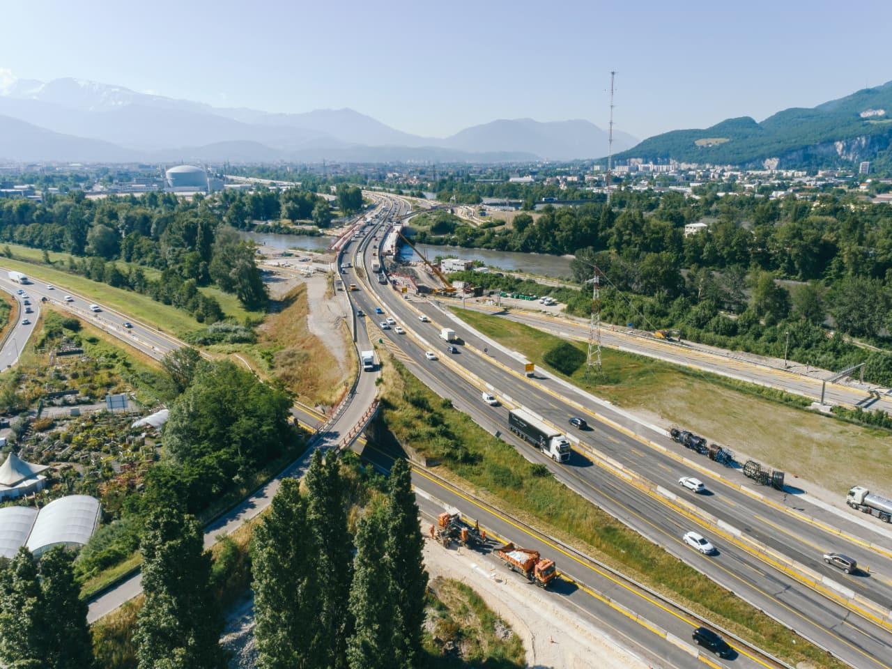 Autoroute A480 et viaduc de l'Isère dans le sens Lyon vers Sisteron