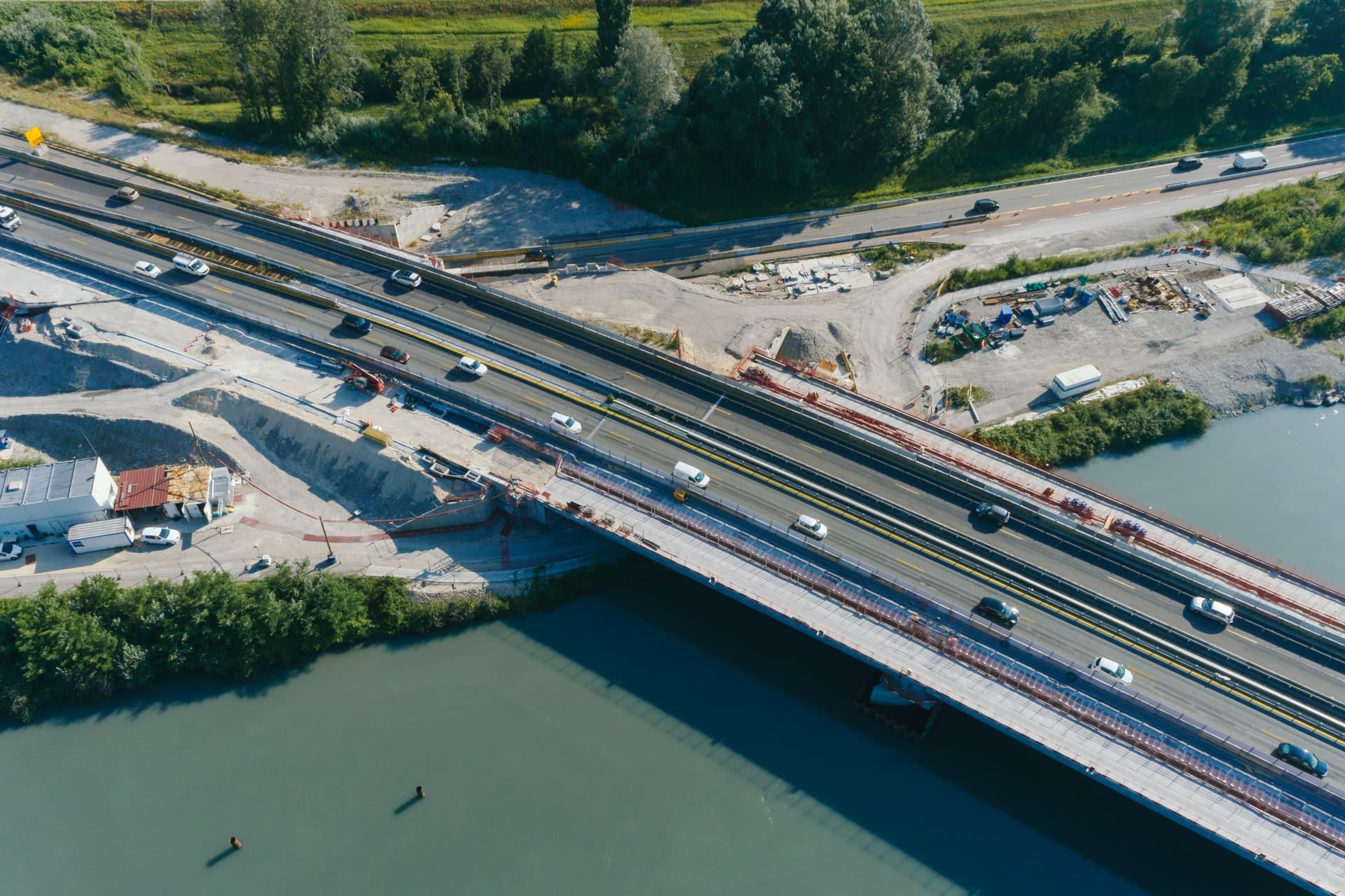 Travaux sur le viaduc de l'Isère portant une tronçon de l'autoroute A480