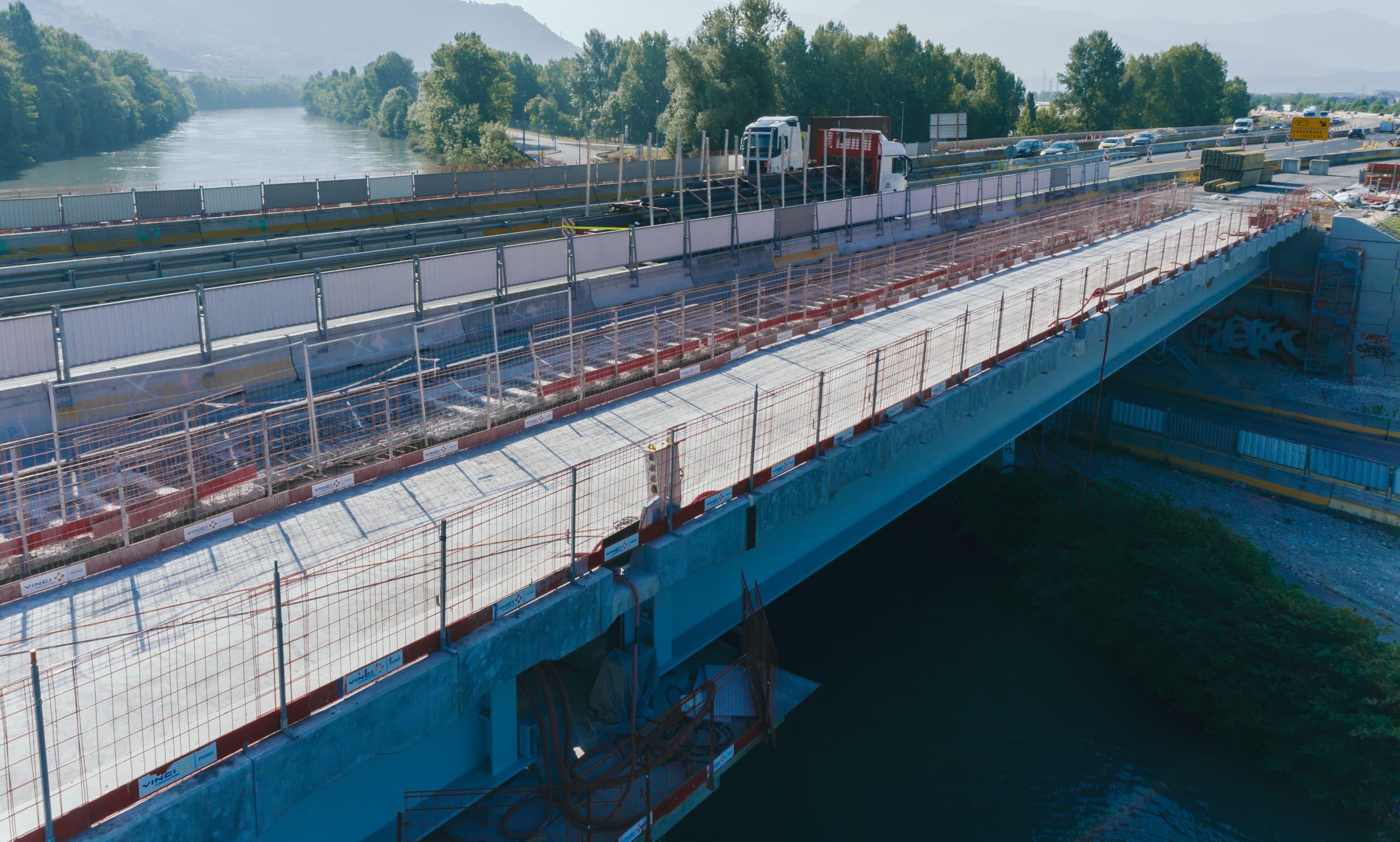 Viaduc de l'Isère sur l'autoroute A480 avant l'opération de clavage