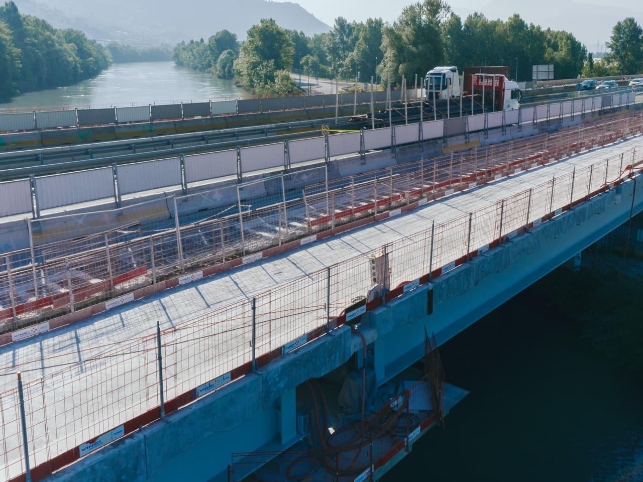 Vidauc de l'Isère sur l'autoroute A480 avant l'opération de clavage
