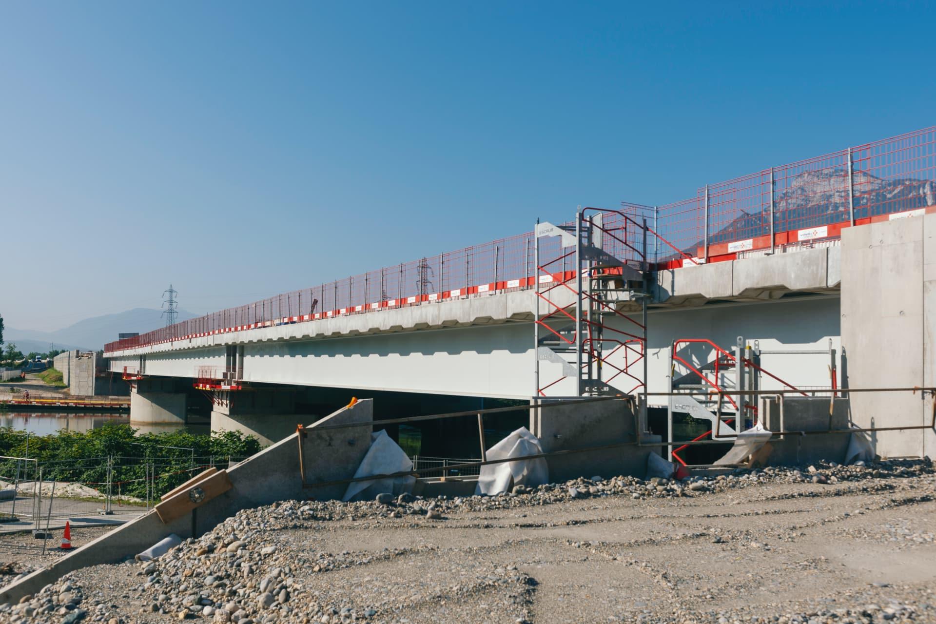 Viaduc de l'Isère sur l'autoroute A480 dans l'agglomération de Grenoble