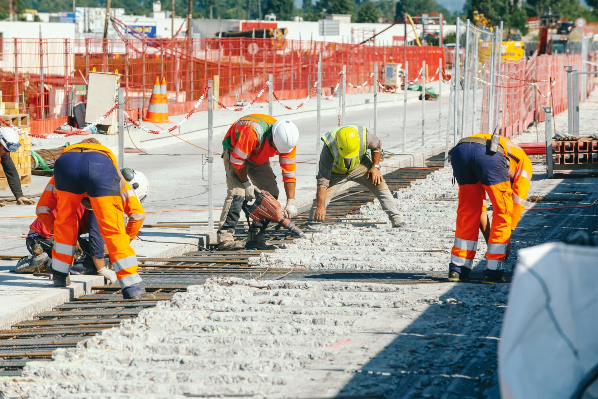 Les équipe d'AREA préparant le clavage du viaduc de l'Isère sur l'autoroute A480
